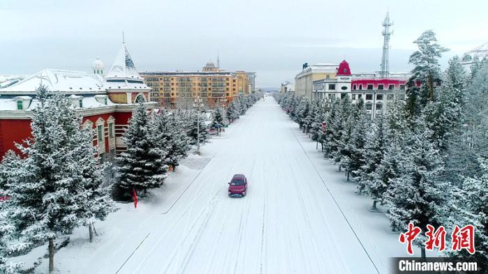 """3月18日,""""中国最北城市""""黑龙江省大兴安岭漠河市迎来今年入春以来最大一场降雪。 王景阳 摄"""