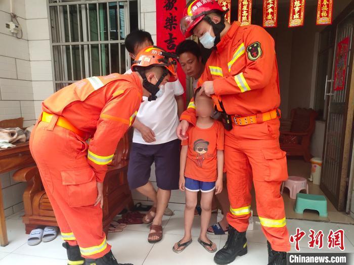 男童被安全救出。 王通彬 摄