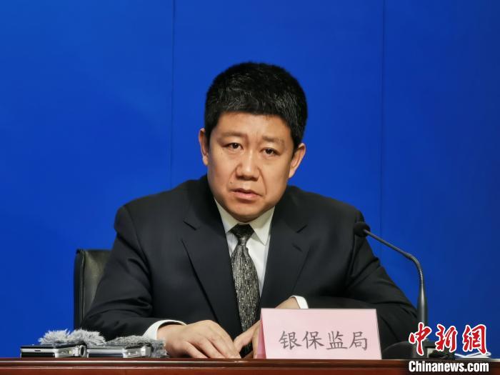 图为甘肃银保监局财产保险监管处处长刘永宏发言。 崔琳 摄